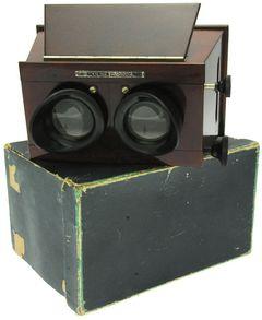 Mackenstein - Stéréoscope 6 x 13 à mise au point et à écartement des oculaires miniature